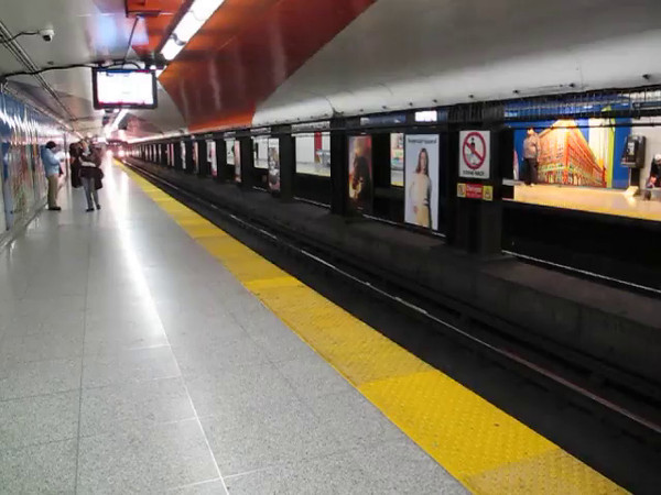 Toronto subway: train coming into Queen Station on the Yonge line.