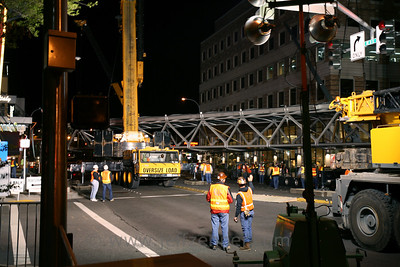Skybridge from Bellevue Place to Lincoln Square across NE 8th in Bellevue - Installing 2nd Skybridge in  Bellevue, connecting the Bellevue Collection.