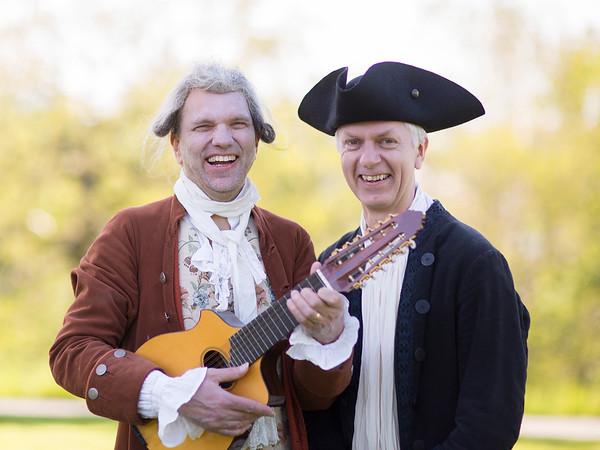 Bellmansångaren Thord Lindé och Bellmansällskapets ordförande Mats Hayen