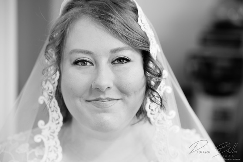 Gorgeous bride in black and white