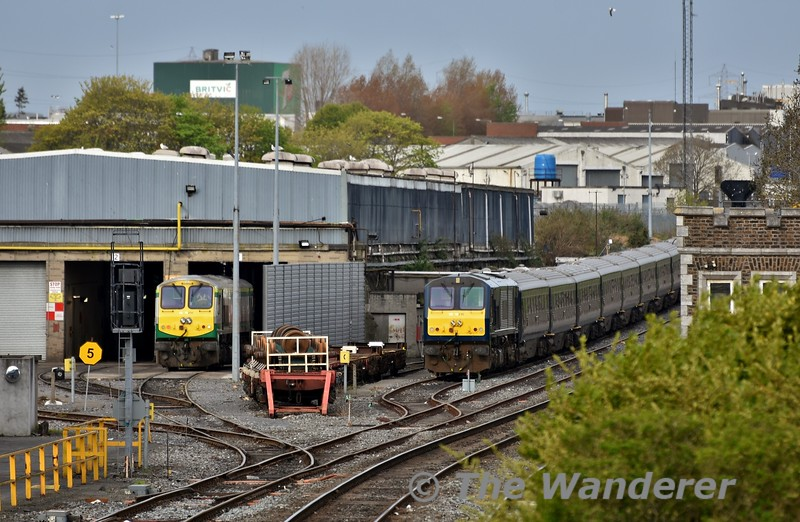216 stands on the long siding at Inchicore with the Belmond Grand Hibernian rake. The set would later go to Heuston to form the start of this week's tour. Tues 01.05.18