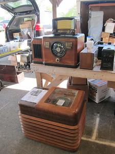 Unusual Zenith chairside, needs work, $400-