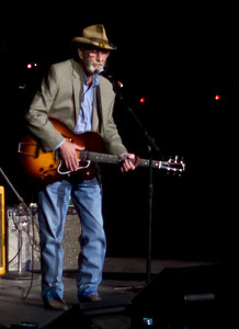 If you thought the evening couldn't get any better....here comes Don Williams! Now THAT'S country!