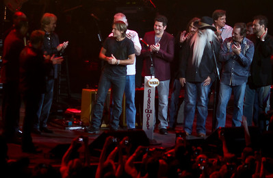 Keith surrounded by Opry members....new and old...an awesome moment!
