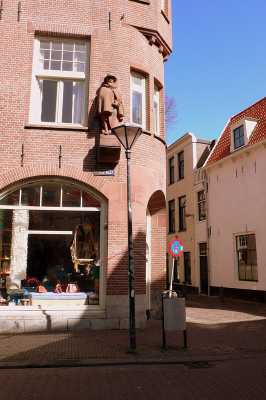A statue of a dignitary on Zijlstraat in Haarlem
