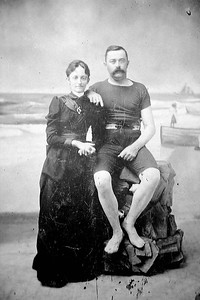 antoinette and roberst wallis on beach