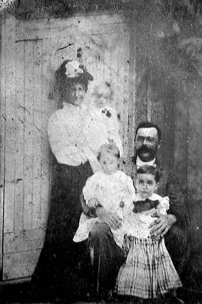 antoinette and roberst wallis and children