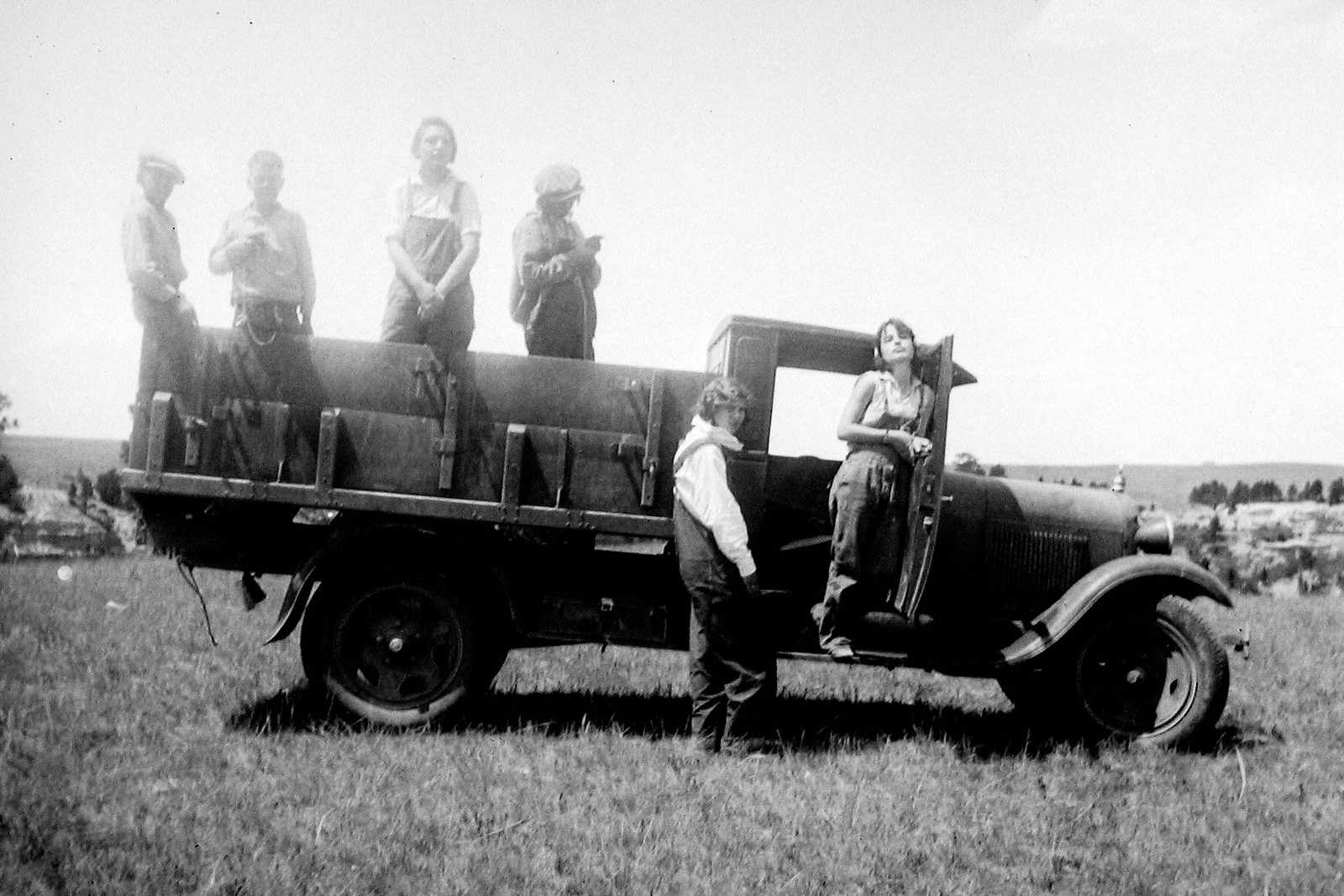 girls on truck