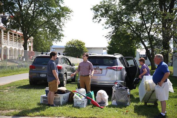 Bennington College freshmen move into dorms. 083118