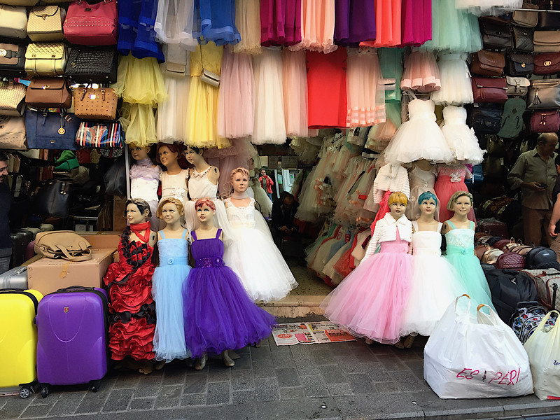 2016-10-13 Benson Istanbul Day 03 - Party dresses and luggage