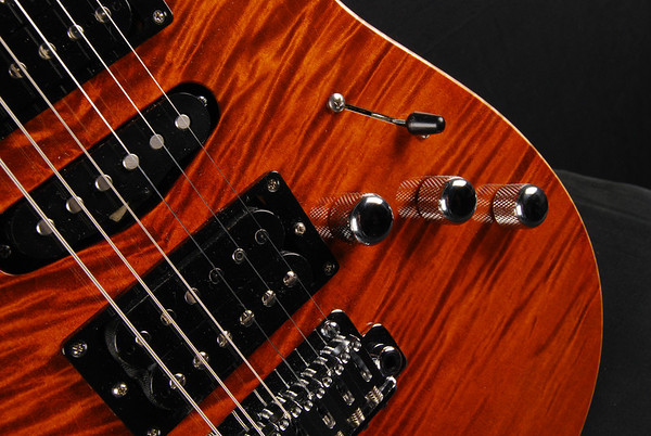 Bent Top, Double Stain Violin Amber, HSH Pickups