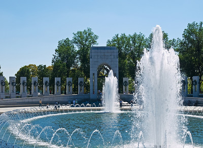 Looking at the Pacific side of the WWII memorial.