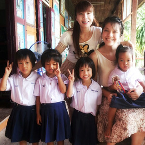 Kindergarten students and P'Kon at Pah Tdao Pattana School