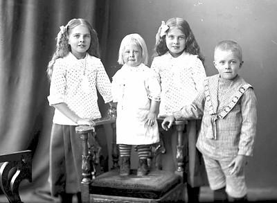 Bergqvistbarnen i Hösserud 1916