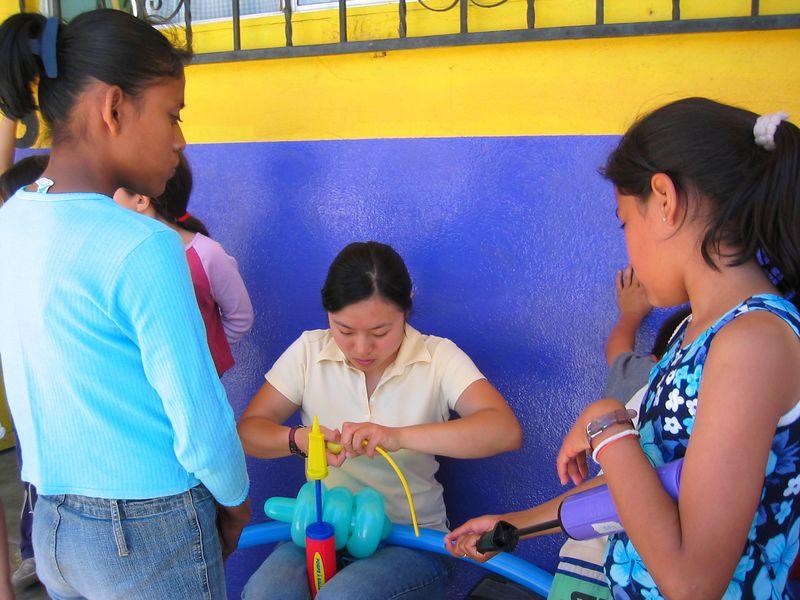 2004 05 29 Saturday Green Team - Audrey Yong ballooning animals
