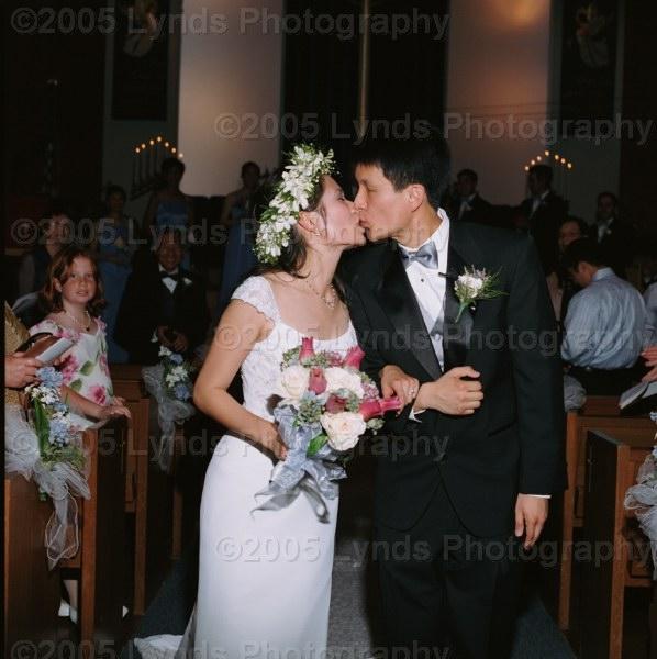 Mr  & Mrs  Daron Cam kiss
