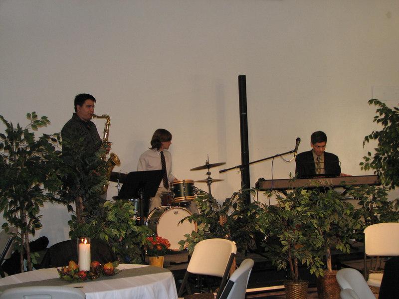 2006 11 25 Sat - Trio play 1