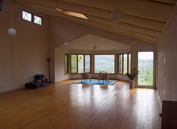 In late April 2010, I spent five days at the East Mountain Interfaith, Retreat Center, Great Barrington in the Massachusetts. This is the meditation room there.