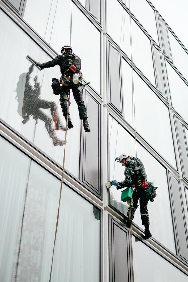 Window washers in Berlin