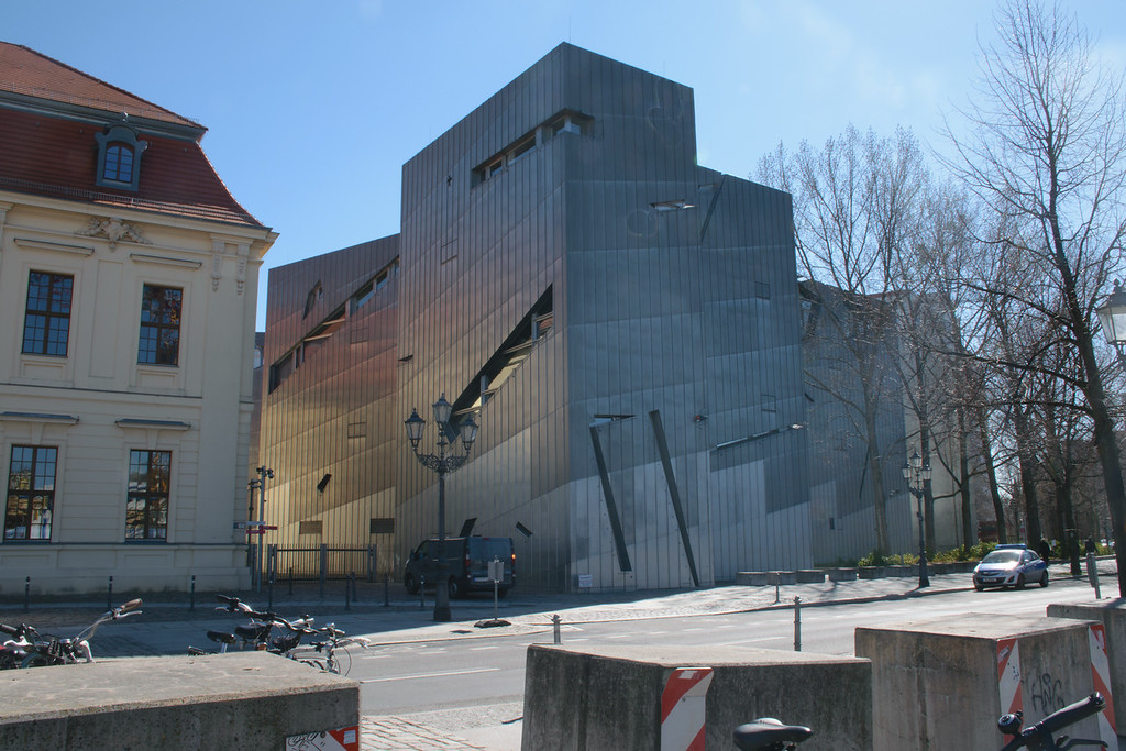 New Section, Jewish Museum Berlin. Daniel Libeskind, Architect. Distracting sunflares on the façade digitally removed.