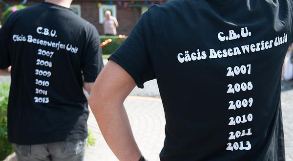 """Besenwerfen 2013 beim Siedlerfest """"75 Jahre Cäciliengroden"""""""