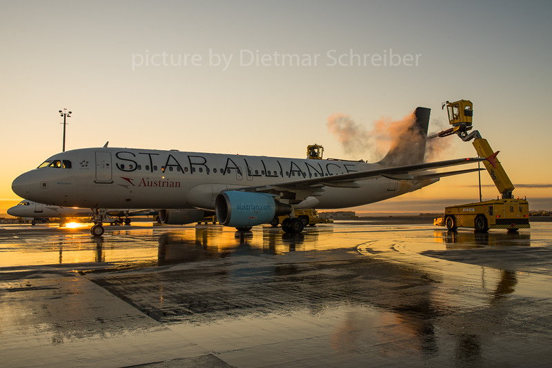 2015-11-24 OE-LBX Airbus A320 Austrian Airlines