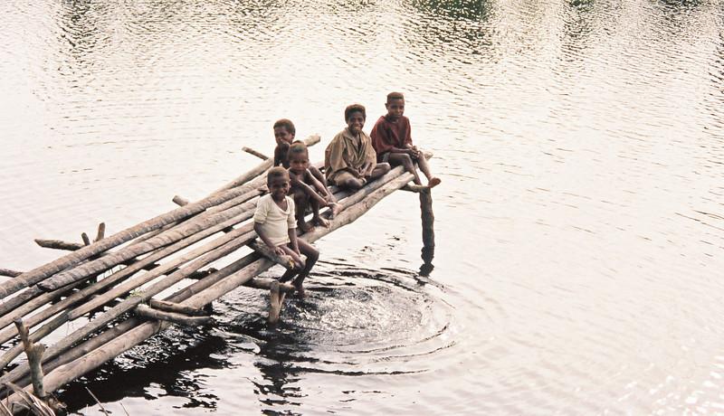 Hangin' Out - 1998-01 - Papua Nieu Guniea