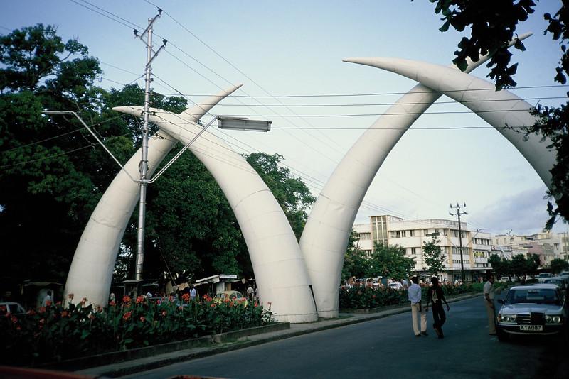 047 - 1982-11 - Mombassa