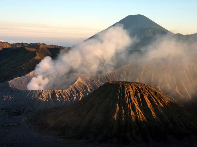 Detail view of Mt Semeru, Mt Bromo, and Mt Batok in the foreground.