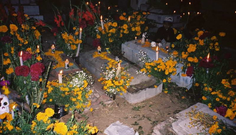 Decorated graves in the cemetery on Dia del Mortes