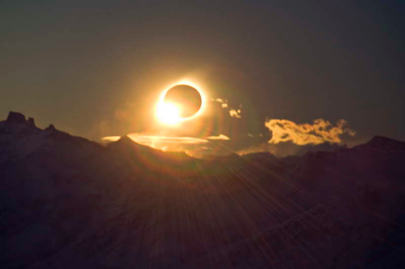 """The """"diamond ring"""" signifies the end of the total solar eclipse of 11 July 2010 seen from atop the Cerro Huyliche plateau in Patagonia, Argentina"""