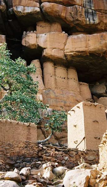 View up to the Doqgon villages built under the escarpment