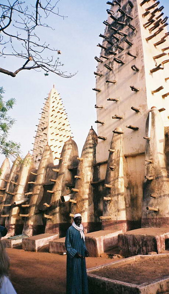 Significant mosque in Mali, not one of the 17 in Ouhigouya that we missed, nor the most famous one in Djenne - but picturesque nonetheless!