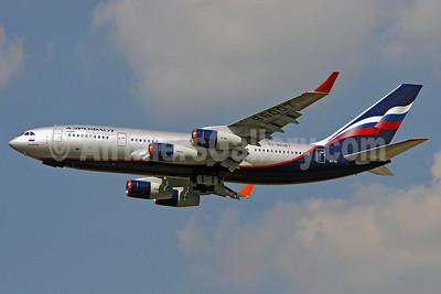 Aeroflot Russian Airlines Ilyushin Il-96-300 RA-96007 (msn 74393201004) LHR (Keith Burton). Image: 900062.