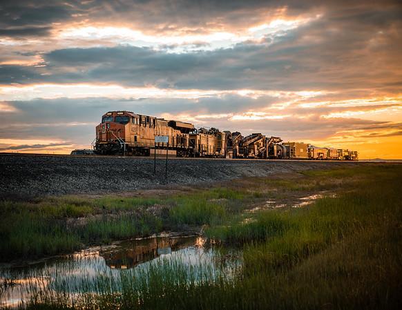 bnsf-train-sunset