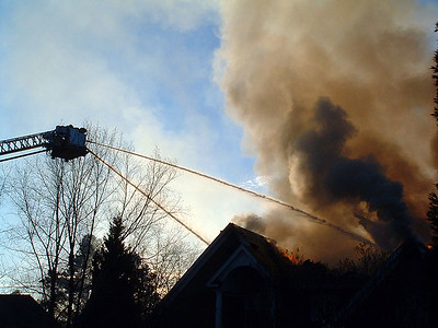 2004-12-17-olde-raleigh-house-fire49