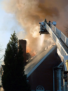2004-12-17-olde-raleigh-house-fire21
