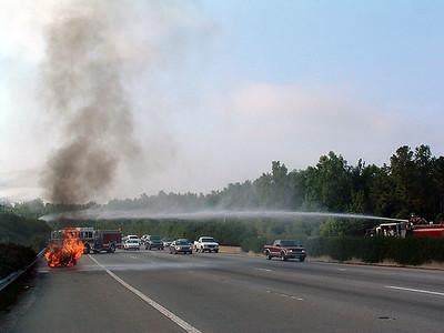 2004-07-12-eng9-car-fire-beltline67