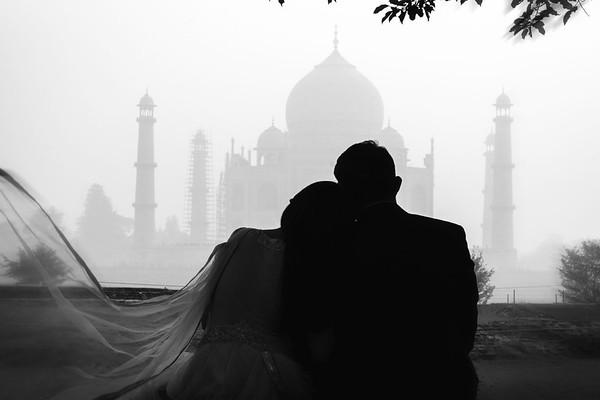 per wedding photo shoot at Taj Mahal