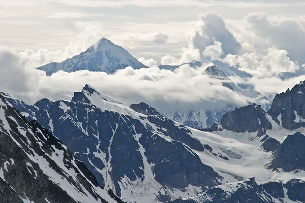Activities on Pika Glacier