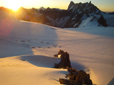 After narrowly surviving Mt Blanc (at least, if felt that way), we stayed the night in the Cosmiques hut, at the Col du Midi, 3,800 m. The brilliant summer weather allowed these very tough campers to avoid hut fees.