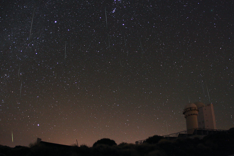 Geminid meteors above the Teide Observatory