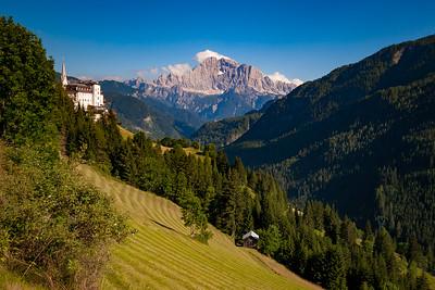 Slott og hytte i Dolomittene Dolomittene, Italia 16.7.2008 Canon EOS 20D + Sigma 10 - 20 mm L @ 20 mm