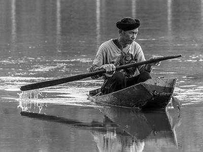 Mann i kano / Man in canoe Chiang Saen, Thailand 12.2.2018 Canon 7D Mark II + Tamron 150 - 600 mm 5,0 - 6,3 G2 @ 329 mm