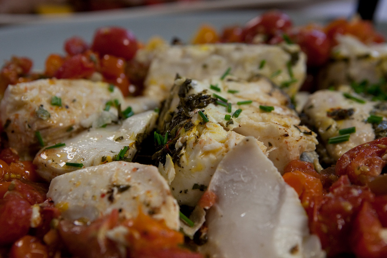 Halibut with cilantro and tomatoes