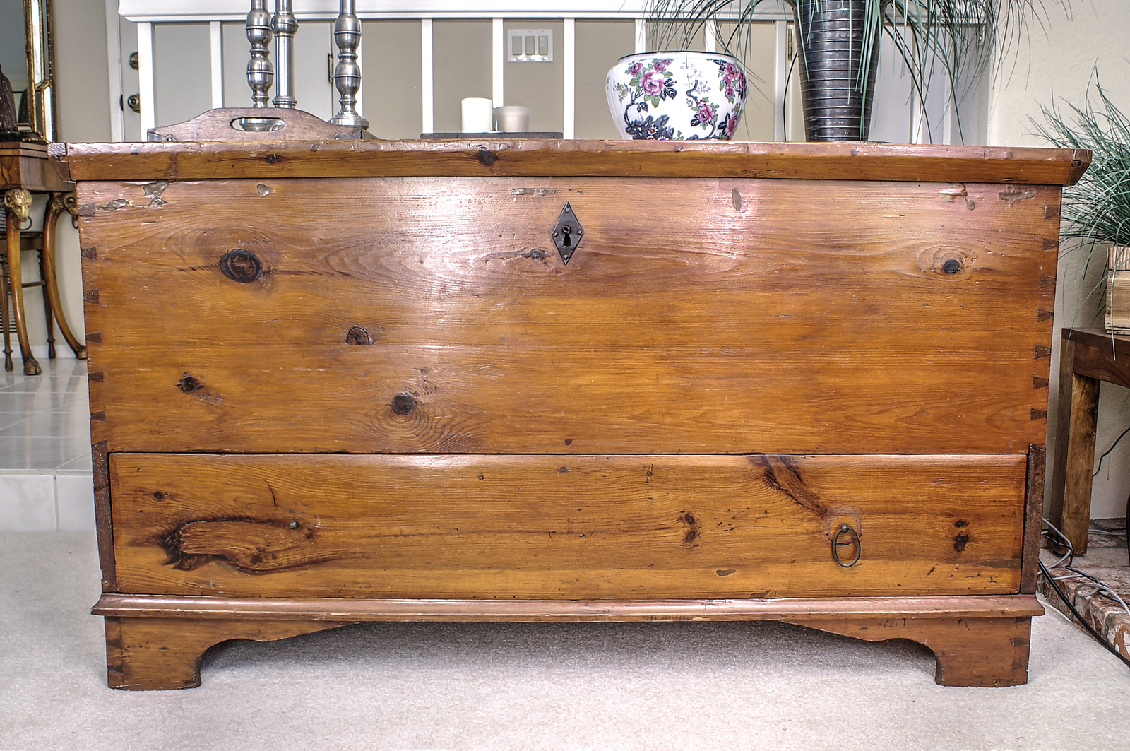 Betty's Furniture - Blanket Chest