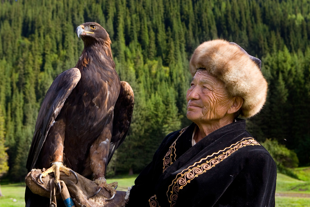 Hunting with eagles. Djeti-Oguz.