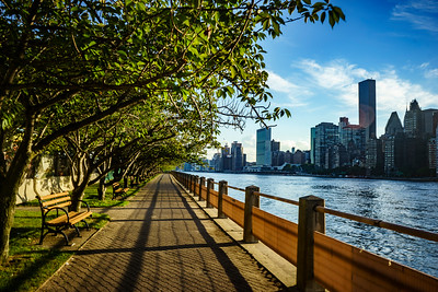 Promenade along the East River