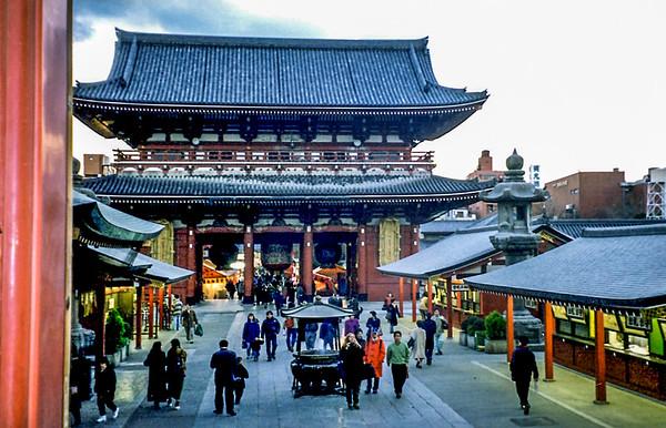 Azakusa Temple entrance