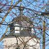 """Beigem<br /> De oudste vermelding van de naam Beigem dateert van 1147, het ging hier over twee ridders van """" Beinghem """", ze waren de voornaamste eigenaars van Beigem, waarschijnlijk van het hof ten Doorn dat toch het hoofdleen schijnt geweest te zijn. Beigem is altijd klein geweest. In 1646 telde men 127 inwoners, waarvan 40 mannen, 42 vrouwen, 9 jongemannen, 6 meisjes, 17 knechts, 7 dienstvrouwen, 2 mannen, 3 vrouwen en 1 weeskind. In 1786 waren er 323 inwoners, in 1802 nog 204, in 1831 steeg het aantal tot 511 en in 1846 tot 584. Hoe klein het ook was, Beigem heeft nooit afgehangen zoals sommige buurtdorpen van een kapittel van Mechelen of van Grimbergen."""